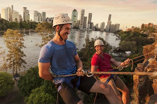 Abseiling Kangaroo Point Cliffs i...