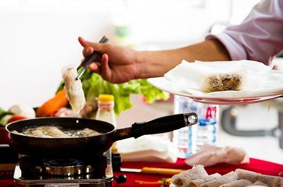 Medio día: Hoi Una clase de cocina...