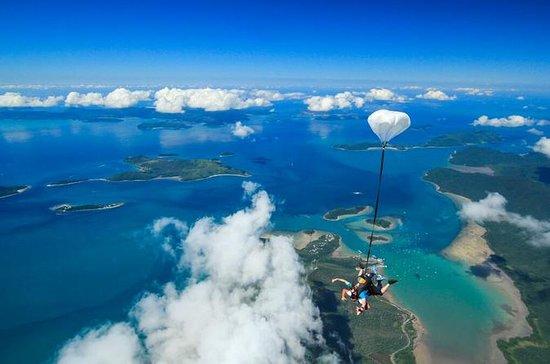 Salto duplo de paraquedas em Airlie...