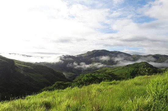 Fiji Trekking and Sightseeing Tour from Nadi