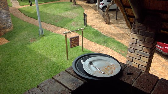 Bakubung Bush Lodge: Dirty tray for 2 days
