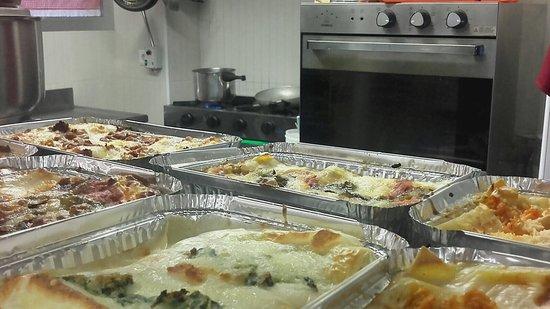 Lasagne calde con vista CUCINA con fuochi e forno!!! - Picture of ...