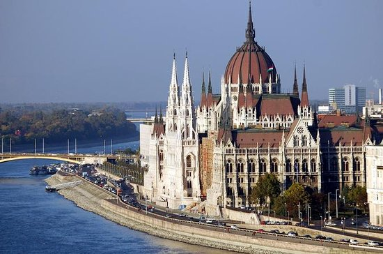 Budapest Private Walking City Tour with an Art Historian Guide
