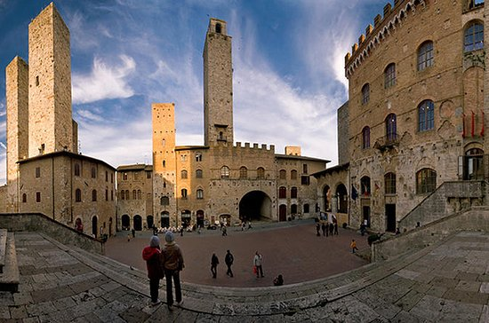 Privat Tour: San Gimignano Walking ...