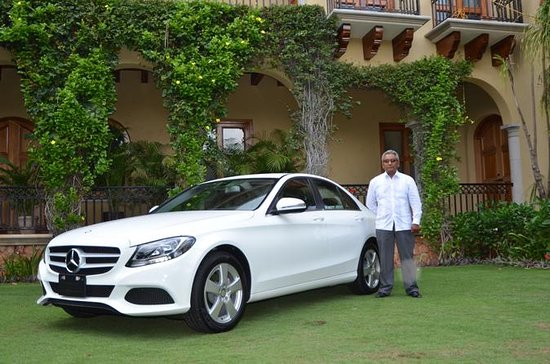 Private Luxury Airport Transfer: Hotel to Puerto V