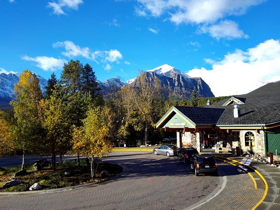 Lake Louise Inn: Reception building