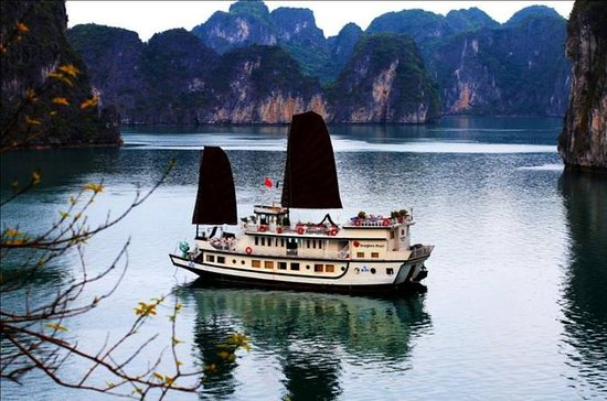 2-dagers Halong Bay Overnight Cruise...