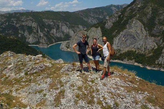 3つのハイキング、レイククルーズ、フルボード宿泊施設を含むモンテネグロの3日…