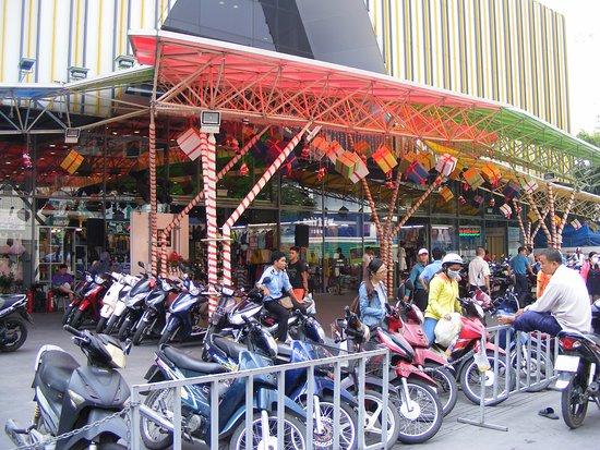 Trung tâm mua sắm Sài Gòn Square 3