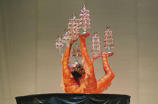 Peking Acrobatics Night Show mit ...