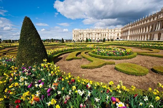 Round Trip Transportation to Versailles from Paris with Several...