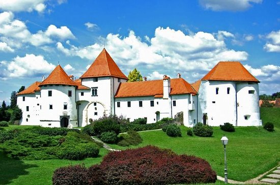 Varazdin and Trakoscan Castle Day...