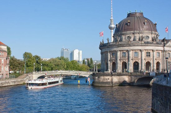 3-Hour Berlin Sightseeing Cruise Including Lunch and a Drink