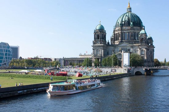 Berlin Highlights Sightseeing Cruise With Cheese And Wine