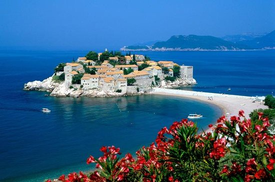 Montenegro: Kotor and Budva Day Trip...