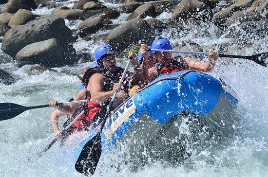 Aventura de rafting de clase II-III en río de aguas bravas desde San...