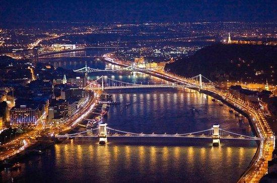 Vuelo nocturno de Budapest en avión...