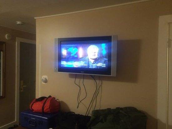 Capri Motel: Nice televisions in the room....