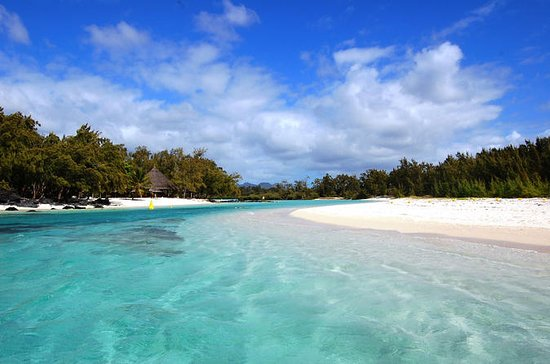 Paradise Cruise to Ile Aux Cerf...