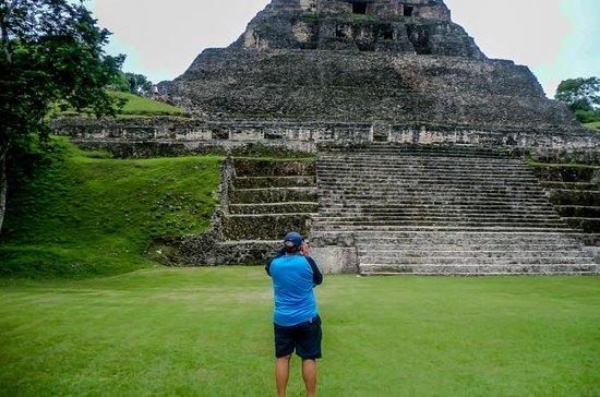 Ruinas mayas de Xunantunich y tubos...