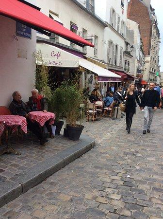 Photo Tours In Paris: На той же улице Монмартд