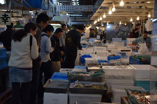 Kulinarische Tour über den Tsukiji-Fischmarkt