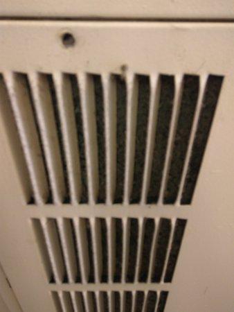 Motel 6 San Diego Downtown: Air filter was so dirty that is definitely a health hazard