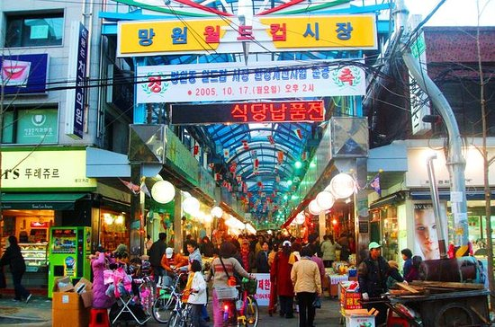 Royal Palace and Traditonal Market...