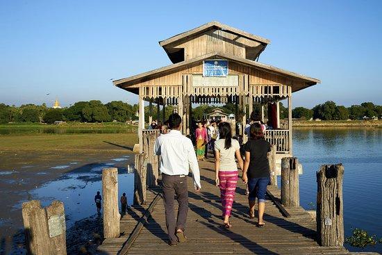 U Bein Bridge: Einheimische