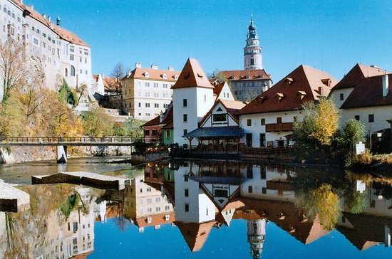 Prague to Graz Private Transfer with...