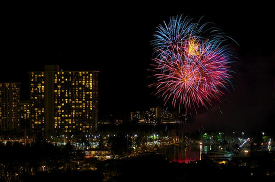 Flashing Skies Fireworks - 30 Min...