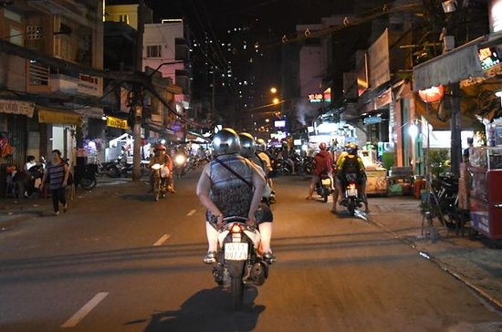 Private Tour: Discover Saigon Nightlife by Scooter