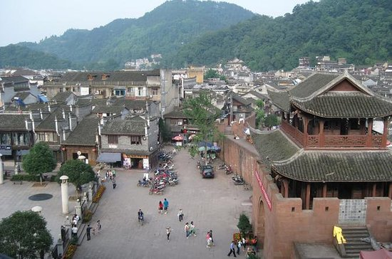 Private Day Tour: Tujia Ethnic...