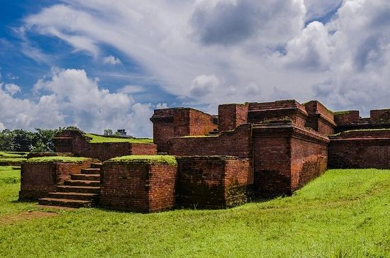 Private Day Trip from Dhaka to Sonargaon and Mainamati