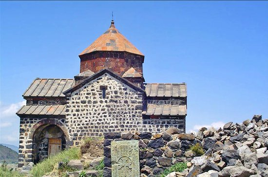 Tsaghkadzor with Kecharis, Lake ...