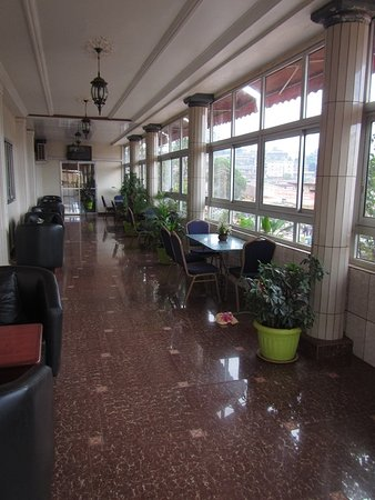 Dschang, Kamerun: Terrace restaurant