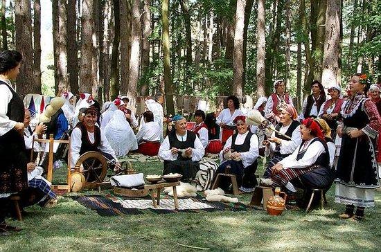 Zheravna Festival der Nationaltracht