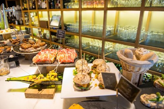 Bilbao Casco Viejo Tour with Pintxos