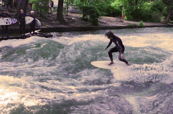 Münchens einzigartige Surferfahrung auf dem Eisbach mit einem...