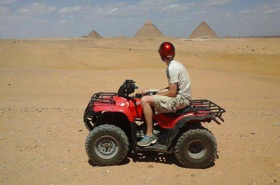ピラミッド周辺のクワッドバイクによる砂漠のサファリ