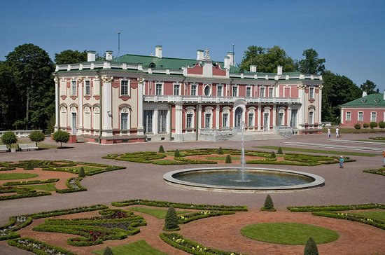 Tallinn Art Tour: Kadriorg Park and...