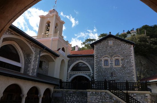 ピッコウからKykkos Monastery Day Trip