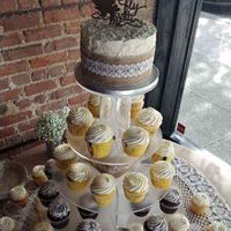 ‪‪Oh Snap! Cupcakes‬: Wedding Cupcake Tower‬