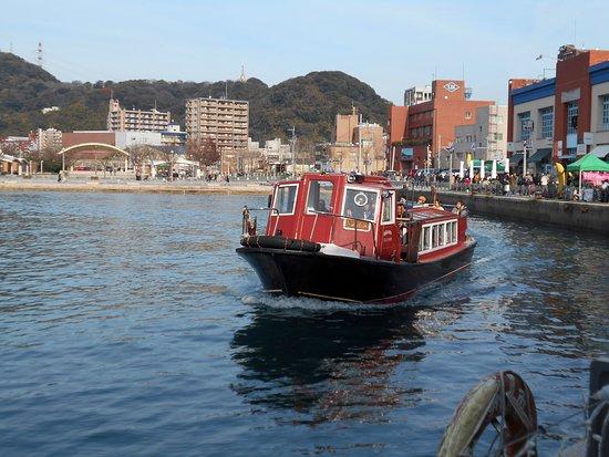Mojiko Retro: 海峡プラザ前に帰ってきたサンタ号