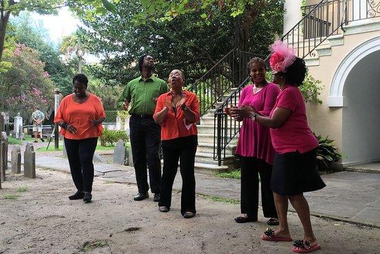 Ann Caldwell & the Magnolia Singers