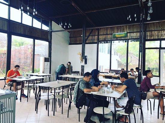 Inside restaurant foto di table 9 restaurant kuta for Table 9 menu