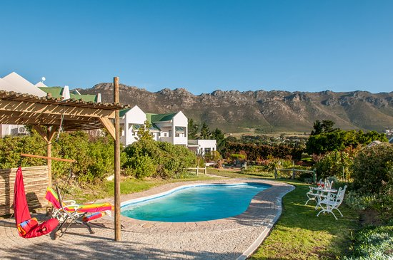 Gordon's Bay, Sudáfrica: View on the beautiful mountains from the pool