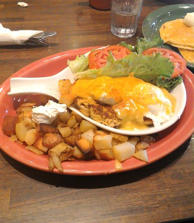 Strongsville, OH: Crab cake benny