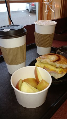 Maple Plain, มินนิโซตา: Ham and cheese bagel, dirty chai, double shot of coffee with cream and fresh fruit. Lovely Chris