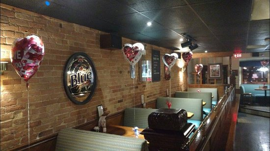 Tillsonburg, Canadá: Valentine's Day Decor. North booths.